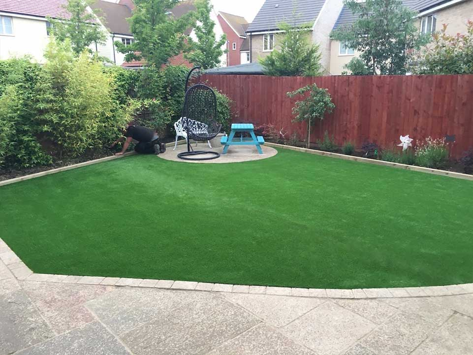 Family friendly gardens with artificial grass