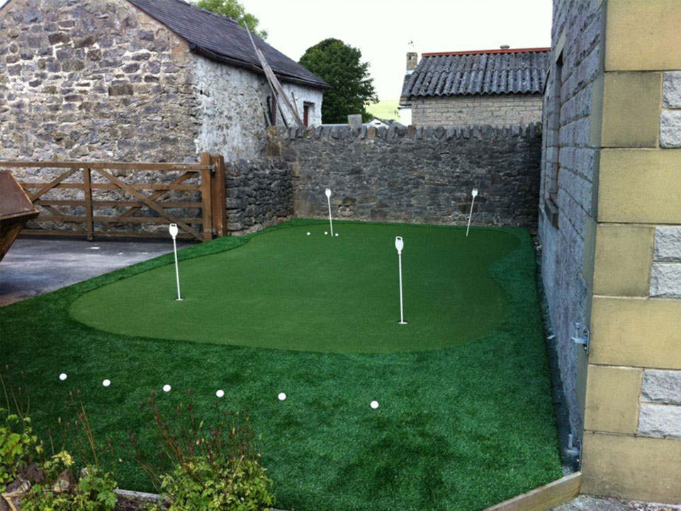 Artificial grass home golf course 3